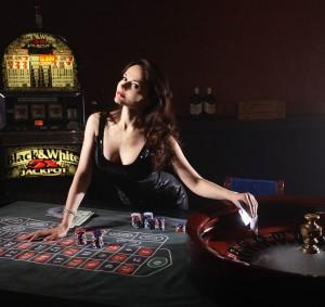 Sala casinò con roulette